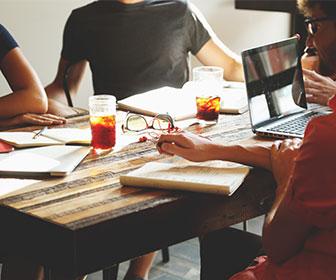 buscar-a-distintos-freelance-o-compañias-especializadas-para-cotizar
